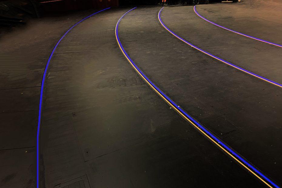 Lichtlinien an Bühnen- und Treppenkante